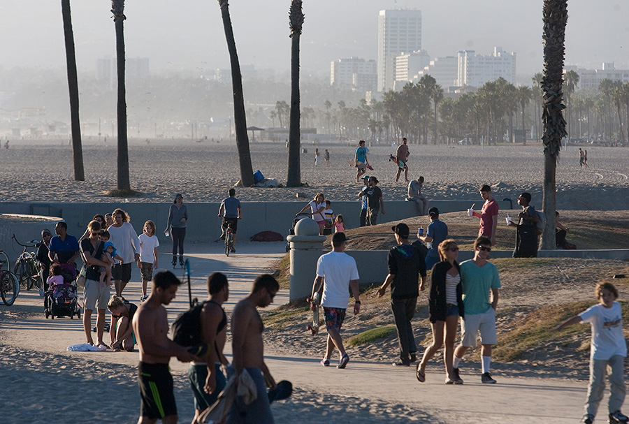 Skateboarders, bicyclists and joggers enjoy the bike path in Venice Beach. Photo by John Schreiber.
