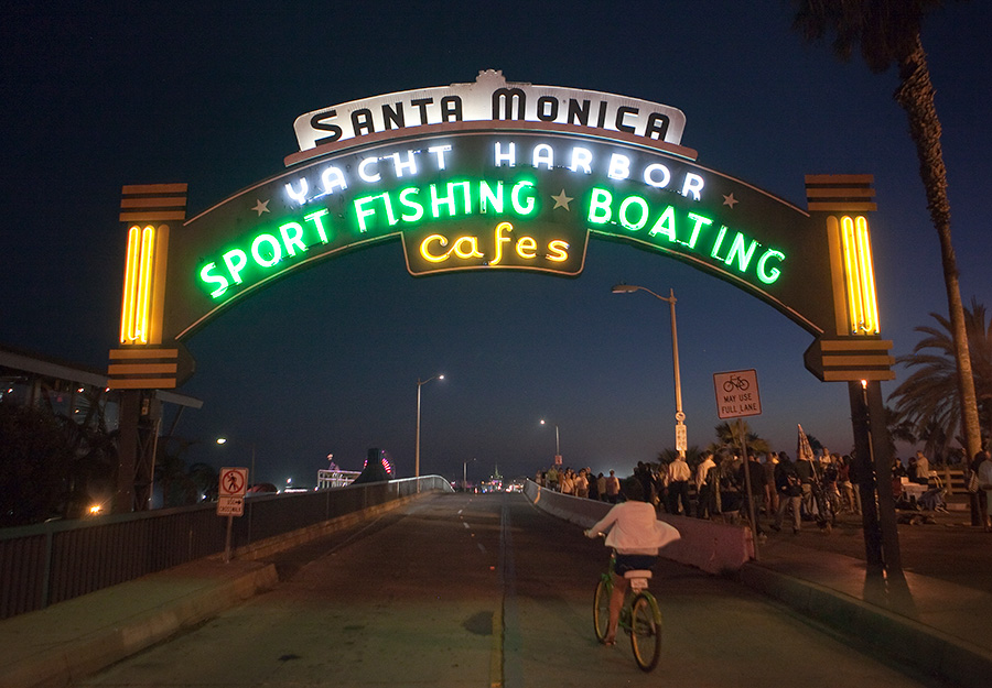 Santa Monica Pier Evacuated After Bomb Threat, Remains Closed