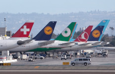 Jetliners at LAX
