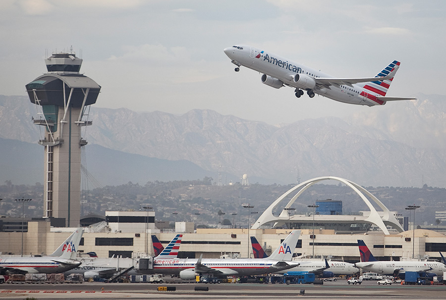 An American Airlines Boeing 737 takes off from LAX. Photo by John Schreiber.