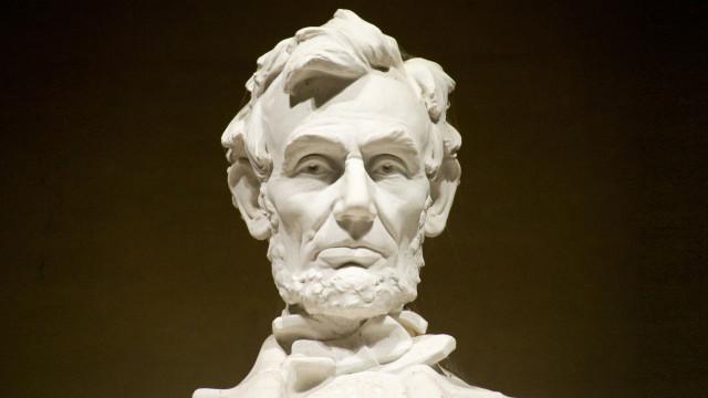 Abraham Lincoln memorial statue. Public domain photo via Pixabay.