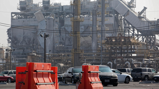 Damage to the ExxonMobil refinery in Torrance from an explosion is seen from 190th Street. Photo by John Schreiber.
