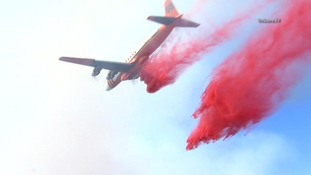 Airplane doing fire retardant drops on the Santa Clarita fire. Photo courtesy of OnSceneTV