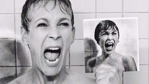 """Jamie Lee Curtis and mom Janet Leigh in """"Psycho"""" pose. Image via Twitter"""