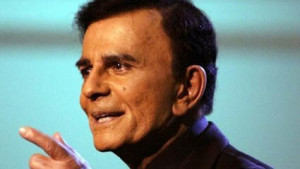 """Casey Kasem appears on the """"American Top 40 Live"""" show in Los Angeles April 24, 2005. Photo by Lee Celano via Reuters"""