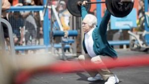 Kenny Leverich lifts heavy weights at Muscle Beach in prank video. Image via Instagram