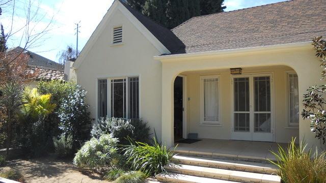 Los Angeles bungalow before renovation. Original photo on Houzz
