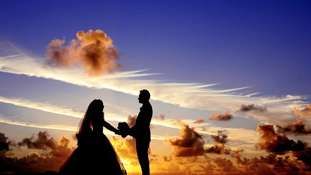 wedding bride and groom at sunset