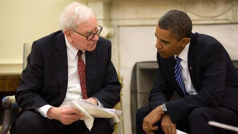 President Barack Obama meets with Warren Buffet in the Oval Office, July 14, 2010. White House Photo by Pete Souza)