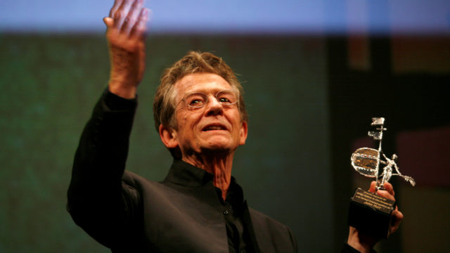British actor John Hurt holds the Gold Giraldillo Award as a tribute to his career during the Sevilla European film festival in the Andalusian capital of Seville.  REUTERS/Marcelo del Pozo/File photo