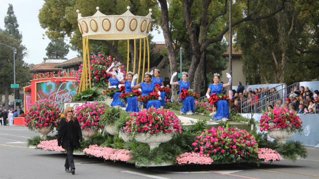 Queen Victoria and her court in the 2017 Rose Parade. Photo from official Twitter feed