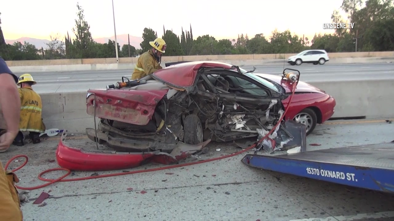 Motorists ejected onto 405 Freeway in Mission Hills crash, 1
