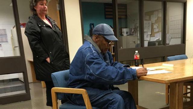O.J. Simpson signs parole documents