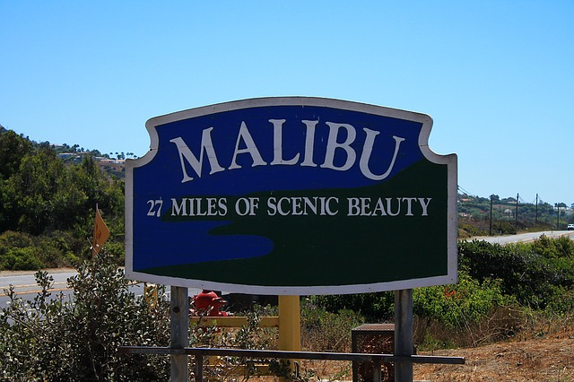Short police pursuit in Malibu ends in fatal crash