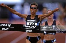 Regina Jacobs winning 2001 national title for 1500 meters.