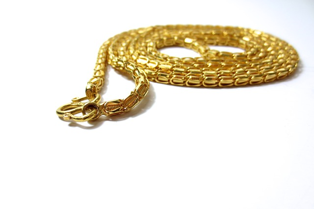 An example of a gold chain necklace. Photo from Pixabay.
