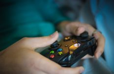 Professional e-sports gamers can earn high salaries and prize money. Photo from Pixabay.