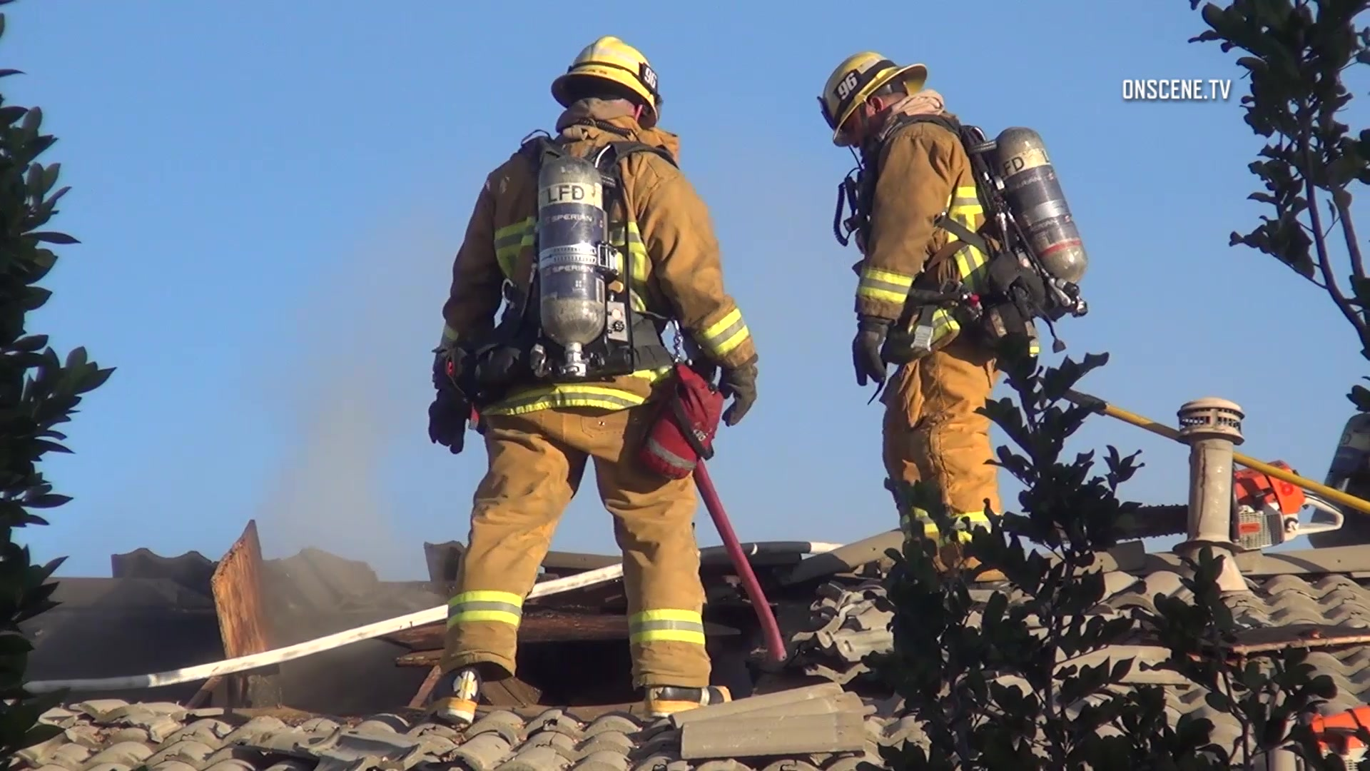 Northridge House Fire Quickly Contained By Lafd Mynewsla Com