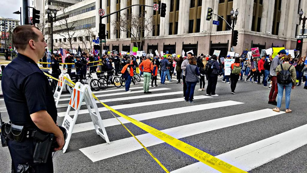 Tens of Thousands Turn Out For Downtown L.A. Gun Control March | My News LA