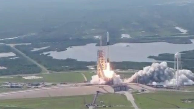 Falcon 9 Block 5 blasts off