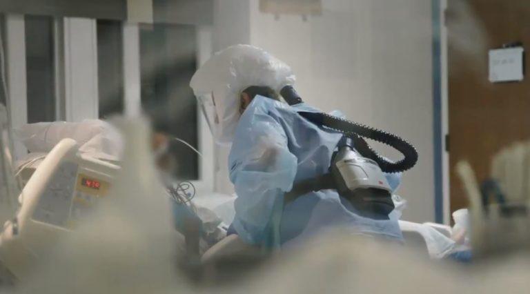 Nurse treats COVID-19 patient in ICU
